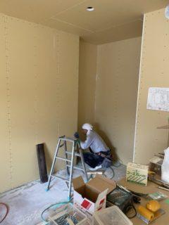 緑区の新築工事にて内部造作のお手伝いして来ました。